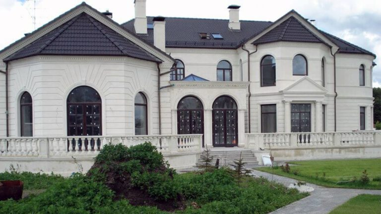 дом, облицованный известняком